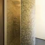 Venetian Floors natuursteen mozaiek, wand en vloer,milano grijs door Cocoon architecten belgie, badkamer / douche