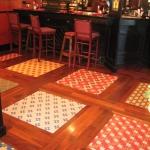 Daltile vloertegels, motief, toegepast in een bar / hotel