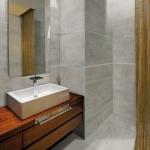 Land Porcelanico wandtegels en vloertegels, badkamer impressie